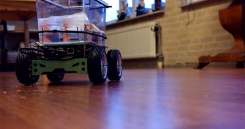 Fish-drives-a-motorized-tank-around-the-house-thanks-to-the-Fish-on-Wheels-Project